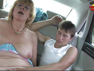 Жесткое порно зрелых шлюх