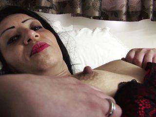 Порно жена развлекается