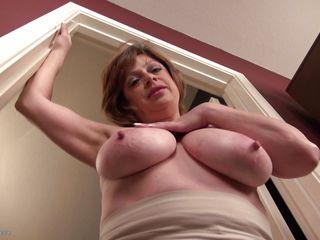 Издевается над женой порно