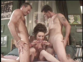 Порно семейный секс втроем
