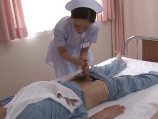 Монашка лечит больного порно