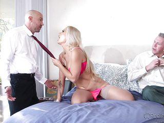Порно трахнул жену с другом