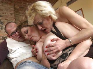Порно видео зрелых женщин в нижнем белье