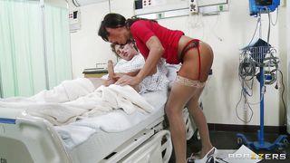 врач трахает пациентку фото