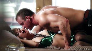 секс с сексуальной блондинкой