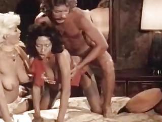 Молоденькую секретаршу ебут в наказание порно видео
