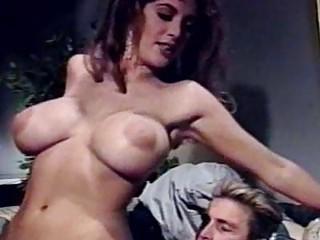 Порно ебут шлюху в сауне