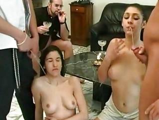 Порно очень хочет ссать
