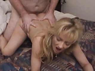 Жена писает на мужа порно