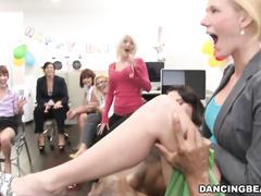 Порно видео госпожа писает в рот рабу
