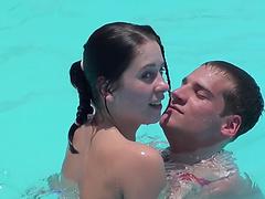 Порно ролики как ломают целку