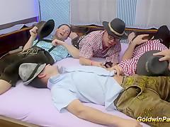 порно карлики груповуха