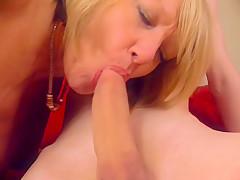 Порно пожилая и молодая лезбиянка