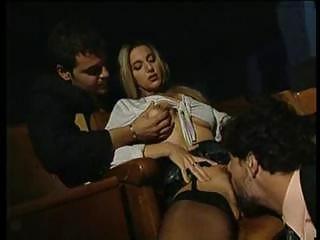 Публичный секс в кинотеатре